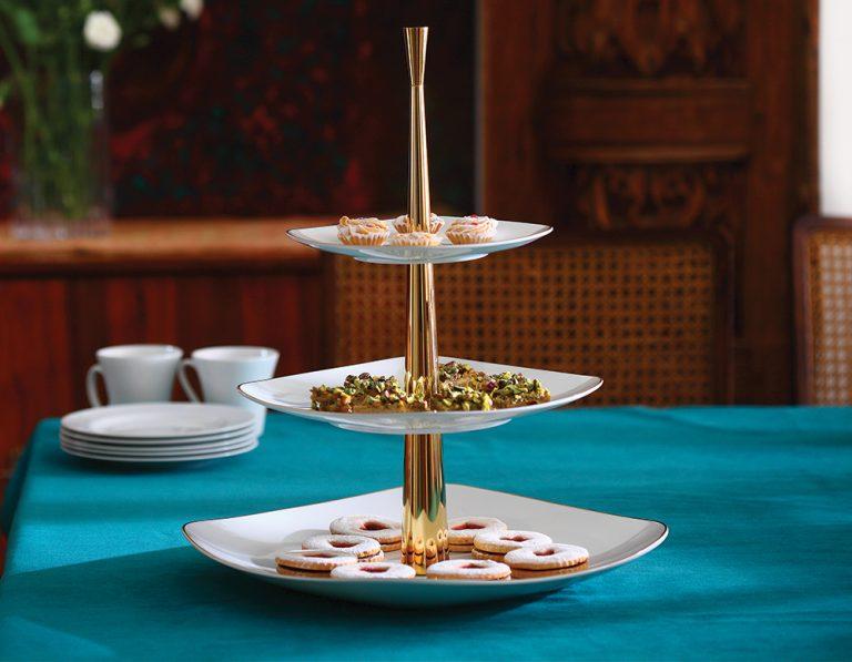 ظرف پذیرایی سه طبقه سفید با پایه طلایی چینی زرین ایران